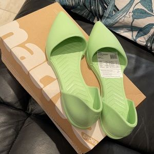 BNIB Native Audrey flats in lime green